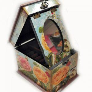 Дървена кутия за бижута с огледало