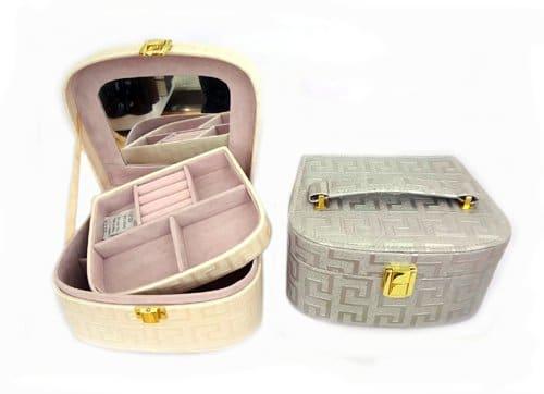 Декоративен сандък бижутерка от изкуствена кожа за козметика и бижута с ключ
