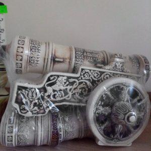 Керамичен сервиз за алкохол във формата на бойно оръдие
