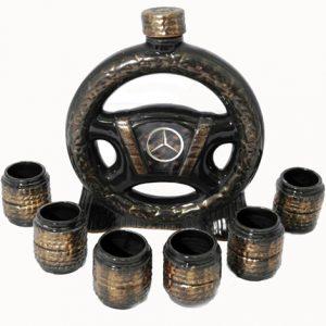 керамичен комплект, състоящ се от шише с формата на волан