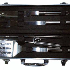 Комплект за барбекю с 4 метални прибора в куфар.