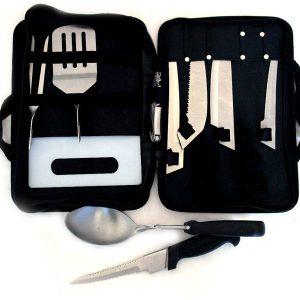 Комплект за Барбекю с разглобяеми дръжки с най-необходимите прибори, дъска за рязане и тирбушон.