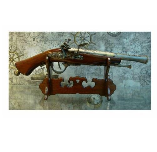 Макет на пистолет с поставка