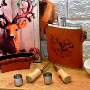 Метална манерка 1,5 л. в комплект с 4-ри чаши и чантичка от еко кожа